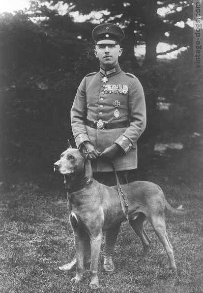 vintage-dogs.com_Max_Immelmann_and_his_dog.jpg